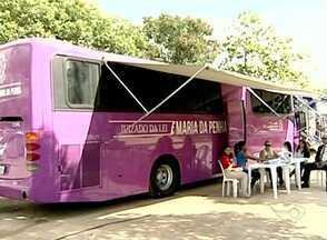 Tribunal de Justiça oferece serviço especial à mulher em Baixo Guandu, no Noroeste do ES - Serviço para ajudar vítimas de agressão é realizado dentro de ônibus.