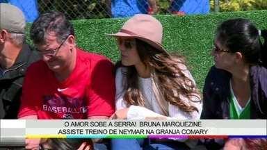 Bruna Marquezine assiste a treino de Neymar na Granja Comary - Vídeo Show mostra rotina dos jornalistas na cobertura dos treinos da Seleção