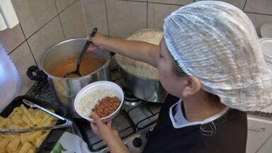 Saiba quando compensa recorrer à marmita para almoçar - Veja qual forma fica mais barato se alimentar: comprando marmitas ou fazendo o almoço em casa