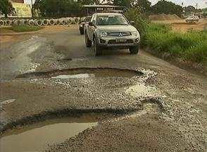 Buracos na BR-424 atrapalham motoristas que precisam passar pela rodovia - DER afirma que fará reparos na extensão da estrada.