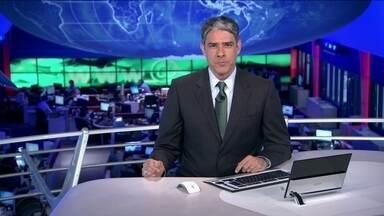 JN destaca a descoberta de documentos falsos na casa do suspeito de matar zelador em SP - A polícia encontrou documentos falsificados na casa do empresário, que pode ter cometido outro assassinato há nove anos, no Rio. Greve dos metroviários paralisa o trânsito de São Paulo. William treina entre os titulares da Seleção Brasileira.