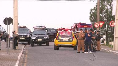 Tentativa de assalto a banco para o centro de Pinhais - Bandidos fizeram uma refém e houve troca de tiros