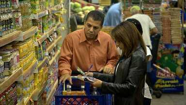 Preço da cesta básica corresponde a cerca de 80% do salário mínimo em BH - Desde o início do ano, os preços já subiram 24,59%.