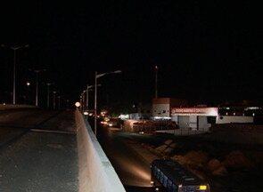 Postes instalados na BR-104 em Caruaru ainda não oferecem iluminação - DER enviou nota informando prazo para inaugurar o serviço.