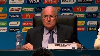 Presidente da Fifa diz que Brasil deve mostrar que é um país amável com visitantes - Joseph Blatter estava confiante depois de uma reunião de avaliação sobre os preparativos para a Copa do Mundo.