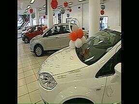 Vendas de veículos novos têm queda - Em Londrina, as vendas caíram 6,17%. No Paraná, 6,57%. Mesmo assim, a frota do Estado é a terceira maior do país.