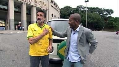 Mauro Silva dirige uma kombi especial - O volante da seleção do tetra dirige a kombi de um torcedor fanático, que viajou os EUA com o carro para assistir ao Mundial de 94.