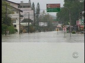 Chuvas fortes causam estragos em cidades do Vale do Itajaí - Chuvas fortes causam estragos em cidades do Vale do Itajaí