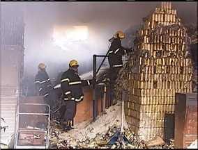Incêndio destrói depósito de uma supermercado em Ipatinga - Incêndio ocorreu no bairro Iguaçu.