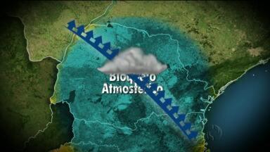 Previsão do tempo - Frente fria estaciona sobre o Paraná e causa alagamentos.
