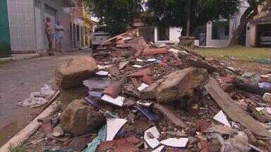 Calendário do NETV volta a praça abandonada na Macaxeira - No Alto do Buriti, moradores reclamam de estacionamento irregular, falta de brinquedos, lixo e esgoto.