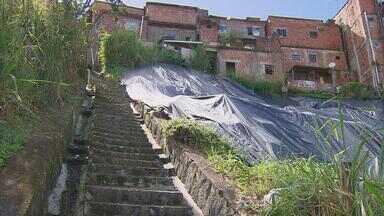 Moradores do Ibura reclamam do risco de deslizamento de barreira - Calendário do NETV volta ao local para fazer a quinta reportagem.