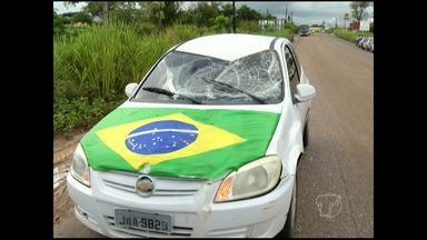 Motorista atropela cavalo na Rodovia Curuá-Una - Animal estava solto na rua e dono não foi identificado.Frente do carro ficou amassada; motorista teve ferimento na mão.