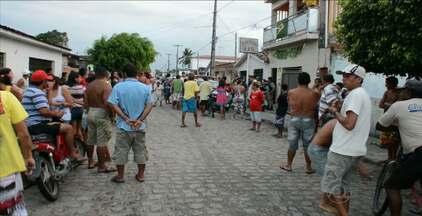 Dois assassinatos marcam a tarde do domingo em João Pessoa e Santa Rita - Em um dos crimes a vítima foi morta dentro de um bar, quando conversava com amigos. No outro, o homem foi morto no meio da rua.