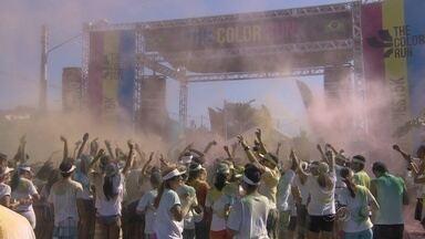 'Mar de cores': edição de Manaus da The Color Run arrasta sete mil pessoas - Segunda edição da corrida mais colorida do mundo, com 5km de disputa, foi realizada neste domingo, na Avenida das Torres, na Zona Norte da capital amazonense