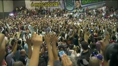 Funcionários do metrô de São Paulo suspendem greve - Após cinco dias de greve, as linhas do metrô paulistano estão funcionando, com todas as estações abertas. Os metroviários agora querem que o governo do estado reveja a demissão de 42 grevistas.