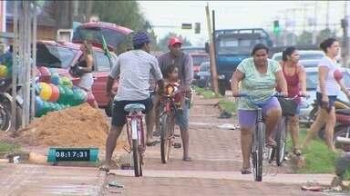 Em Porto Velho, ciclovias continuam sendo utilizadas de forma indevida - A Sentran já foi até o local e multou algumas pessoas, mas a situação não mudou.