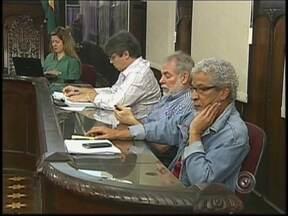 Transporte coletivo é tema de audiência na Câmara de Bauru - O transporte coletivo em Bauru é tema de uma audiência pública que acontece neste momento na câmara. A audiência foi pedida pelo prefeito Rodrigo Agostinho.