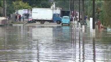 Em Rio Negro, a situação é alarmante, o rio ainda está subindo - O rio atingiu 13 metros e dez bairros foram atingidos com a chuva.