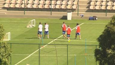 Seleção Argentina treina na manhã desta terça-feira na Cidade do Galo - Messi, a maior estrela do time, participou de treino em campo reduzido.
