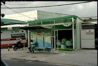Incêndio atinge ala de hospital da Unimed em Macaé, no RJ - O setor foi fechado e o fogo foi controlado pelo Corpo de Bombeiros.Foco do incêndio começou ao lado do CTI.