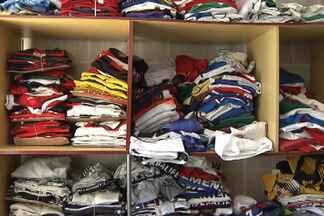 Baiano coleciona camisas de seleções que já venceram a Copa do Mundo de Futebol - A paixão pelo esporte fez Duda Sampaio se render à história dos mundiais. Ele coleciona as camisas dos times que venceram a competição desde primeira Copa, realizada na década de 30.