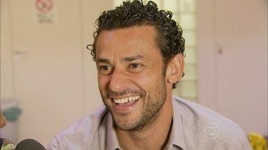Jogador de futebol Fred participa de episódio de A Grande Família - Confira os bastidores de gravação com o titular Seleção Brasileira