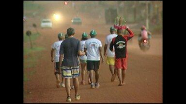 Romeiros caminham de Óbidos a Alenquer em homenagem a Santo Antônio - Foram cerca de 180 quilômetros percorridos em três dias para pagar promessas ao padroeiro de Alenquer.