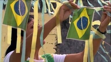 Moradores de Itaquera já estão de verde-e-amarelo para acompanhar o jogo - As casas já estão prontas para acompanhar o grande evento esportivo do mundo. A empolgação é grande.
