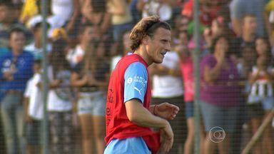 Seleção do Uruguai pode ter que jogar sem principal estrela do time no primeiro jogo - Partida será no próximo sábado (14) contra a Costa Rica, em Fortaleza.