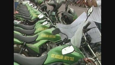 Auxiliares de mototaxistas de Cacoal fazem paralisação por mais veículos - Paralisação deve durar 72h; eles querem legalização de mais 15 veículos. Projeto de lei está em discussão na Câmara de Vereadores.