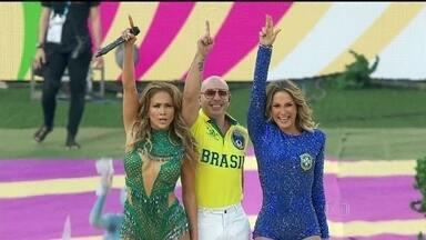 Claudia Leitte, Jennifer Lopez e Pitbull brilham na abertura da Copa - Na Arena Corinthians, a cerimônia contou com a participação dos cantores Claudia Leitte, Jennifer Lopez e Pitbull. A abertura foi criada pela Fifa e dirigido por dois estrangeiros.