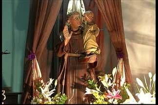 """Paróquia de Santo Antônio em Mogi das Cruzes realiza quermesse até domingo - Nesta sexta-feira, foi dia de comemoração em devoção ao santo conhecido como """"casamenteiro""""."""
