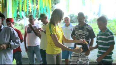 Comunidade rural de Tanque D'arca deixa trabalho de lado para torcer pelo Brasil na Copa - Eles vão assistir aos jgos em uma escola da comunidade.
