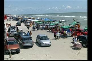 O verão amazônico deve levar cerca de 150 mil turistas para Salinas - 80 mil carros para a praia do Atalaia. Mas a circulação de veículos na praia mais badalada do Pará vai mudar.