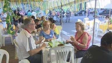 Café regional faz sucesso entre turistas em Manaus - Barracas de café registraram aumento de vendas no Centro da capital.
