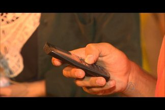 Durante o São João, usuários têm reclamado do serviço de telefonia no Parque do Povo - Segundo eles, sinal é fraco e está provocando muitos transtornos.