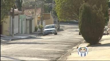 Três pessoas são detidas após jovem ser morto a facadas em Taubaté, SP - Vítima foi morta após briga por acerto de contas na noite deste domingo (22). Homem confessou o crime e teve ajuda da esposa e do pai.