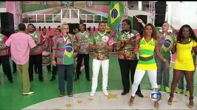 Mangueirenses já estão em clima de festa pelo Brasil - Em Bangu, na Zona Oeste, ex-professores de Thiago Silva falam do craque. Na Mangueira, sambistas estão reunidos para acompanhar o jogo do Brasil contra Camarões.