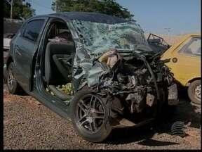 Grave acidente em Junqueirópolis mata três pessoas - Duas outras vítimas seguem internadas em estado grave.