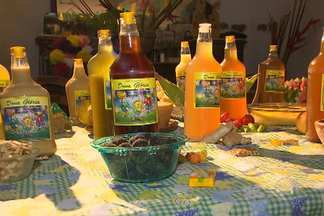 Moradora do bairro de Novo Horizonte faz um licor famoso há 30 anos - Conheça um pouco da história do licor de 'Dona Glória'.