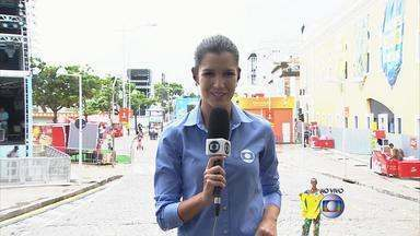 Movimentação na Fan Fest do Recife deve começar mais tarde - Tempo está nublado mas festa está pronta no Bairro do Recife.