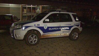 Guarda Municipal é preso por porte ilegal de arma - Ele estava usando uma arma sem registro