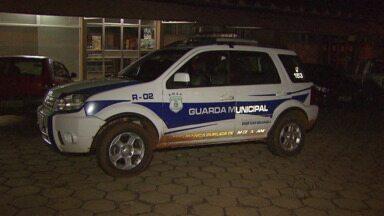 Guarda permanece preso em Santa Terezinha de Itaipu - Ele estava com uma arma sem registro e vai responder por porte ilegal.