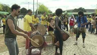 Turistas conhecem encantos do DF em dia de Copa - Em dia de Copa, com a Seleção Brasileira no Mané Garrincha, os turistas conheceram os encantos da Copa. O DF virou a grande capital do Mundial.