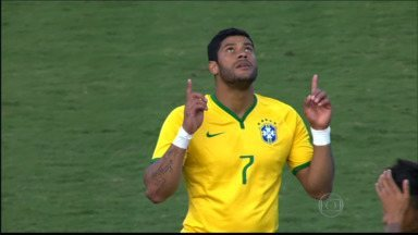Torcedoras de Volta Redonda, RJ, elegem os jogadores mais bonitos da Copa - Enquanto umas preferem os estrangeiros, outras gostam dos atletas brasileiros.
