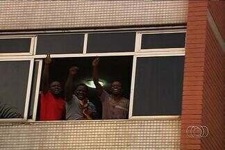 Africanos que moram em Goiânia se reúnem para torcer para Camarões - Entretanto, a torcida não foi o suficiente. Seleção Brasileira ganhou de 4 a 1.