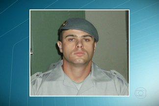 Corpo de policial desaparecido é encontrado em Suzano - O corpo do policial militar da Força Tática Rodrigo de Lucca Fonseca foi encontrado em um terreno em Suzano. O policial de Mogi das Cruzes estava desaparecido desde a noite de sexta-feira (20). De acordo com a polícia, ele foi morto a tiros.