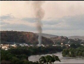 Incêndio assusta moradores de Governador Valadares - Incêndio aconteceu no bairro São Pedro.