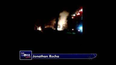 Incêndio destrói parte de loja em Curitiba - Os bombeiros foram chamados e logo controlaram o fogo.